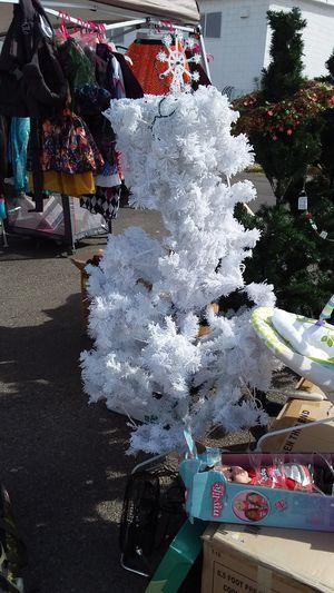 6.5 FOOT PRE-LIT TREE cool white LIGHTS New never used Nuevo Nunca usado location Bonanza 14th for Sale in Las Vegas, NV