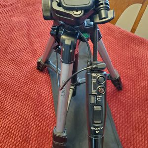 Sony VCT-D680RM tripod for Sale in Everett, WA