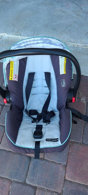 Graco SnugRide Snuglock 30 carseat for infants for Sale in Davenport, FL