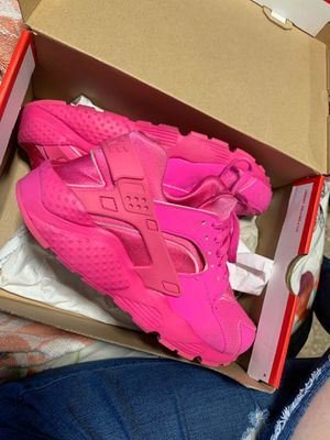 Hot pink huarache like new size 7y for Sale in Tukwila, WA