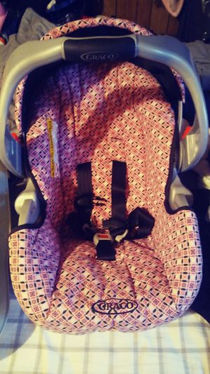 GRACO Car Seat 5-35 LBS for Sale in Detroit, MI
