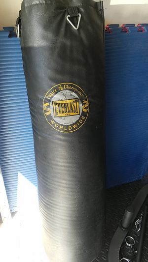 Everlast punching bag for Sale in Hacienda Heights, CA