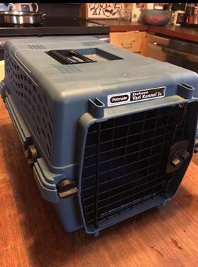 Pet Kennel/carrier 11x19x12 size small for cat or small dog measurements are in pics for Sale in Everett, WA