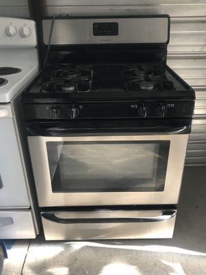 Beautiful Frigidaire Steinless Stove for Sale in Santa Ana, CA