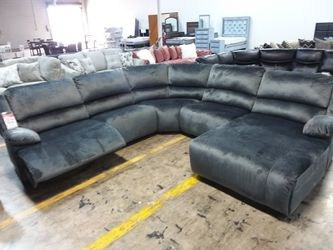 PLUSH GREY RECLINING SECTIONAL SOFA WITH CHAISE for Sale in Richardson,  TX