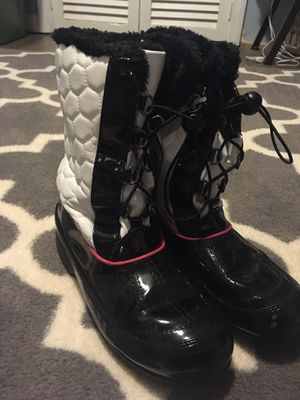 Girls Size 3 Totes Winter Boots for Sale in Montgomery, IL