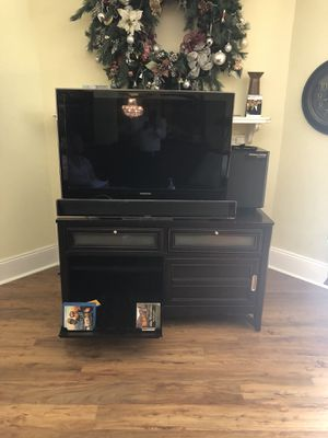 Samsung UN 40 B 6000 LED TV ultrathin 40 inch screen 1080p LCD high DEF TV with a Samsung home theater sound bar and wireless subwoofer TV Consol inc for Sale in Cinnaminson, NJ