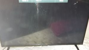 VIZI0 43' flat screen TV and remote for Sale in Madera, CA