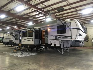 2019 Highlander 350H - Fifth Wheel Toy Hauler for Sale in Gray, TN