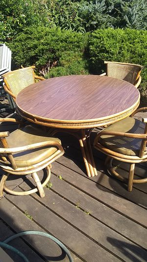 4 chairs and table for Sale in Tacoma, WA