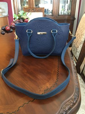 New leather embossed purse for Sale in Manteca, CA