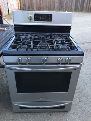 Frigidaire gas stove 5burners and conv. for Sale in San Leandro, CA