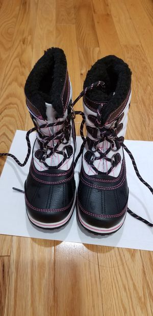 Kids Totes Winter Warm Snow Boots for girls. Size 13 for Sale in Lynnwood, WA
