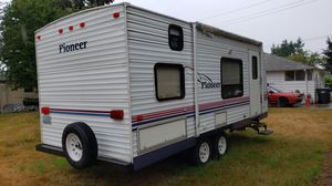 2004 Pioneer by Fleetwood 20ft Travel Trailer for sale. Camp Ready! for Sale in OAKBROOK, WA