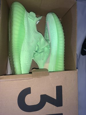 Yeezy boost 350 v2 glow for Sale in Fort Lauderdale, FL