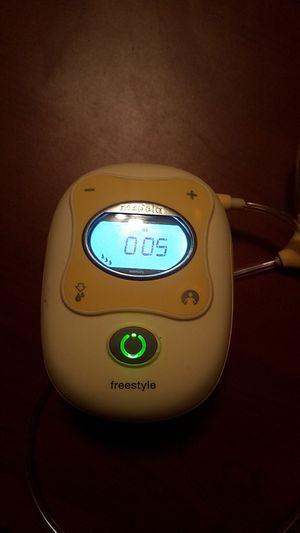 Medela freestyle hands free double breastpump for Sale in Jacksonville, FL