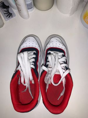 Good condition shoes size 5Y for Sale in Fresno, CA