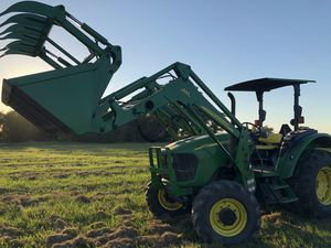 83 hp 4x4 John deer 5420 diesel tractor with loader and grapple like new, only 145 hours on the tractor. for Sale in Hockley, TX