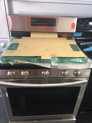 New scratch and dent Samsung 5 burner gas stainless steel range. 1 year warranty for Sale in St. Petersburg, FL