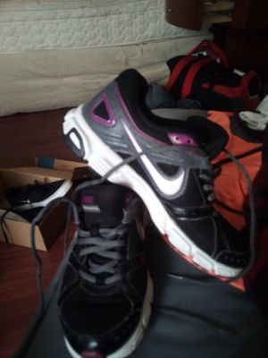 Women's Nike shoes size 61)2 for Sale in Fresno, CA