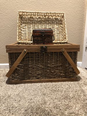 Rattan Chest Home Decor Set for Sale in Chula Vista, CA
