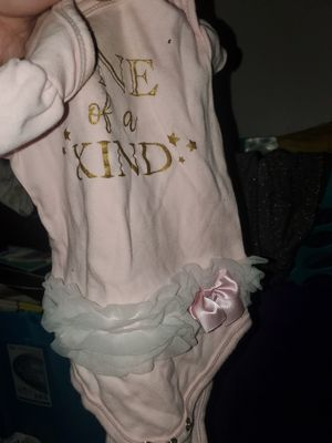 I have a lot Baby girl clothes N and 3 months free for Sale in Las Vegas, NV