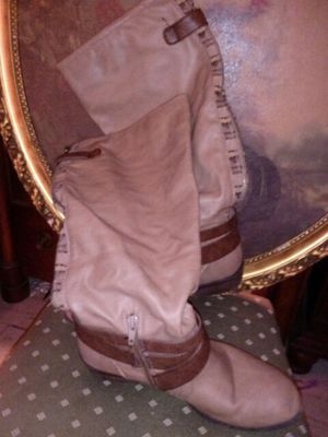 Light brown zip up calf high boots) for Sale in Willingboro, NJ