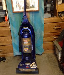 Bissell vacuume cyclone power cleaner for Sale in Wrightwood,  CA