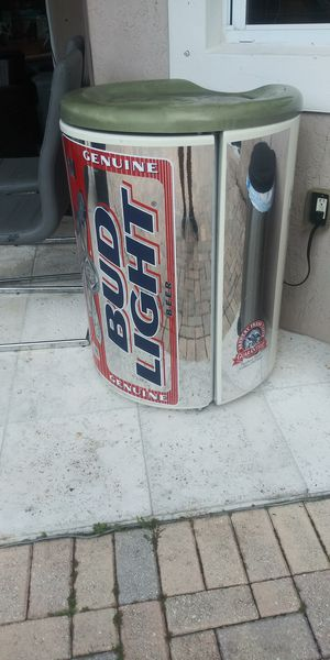 Budlight freezer great for outdoor for Sale in Miami, FL