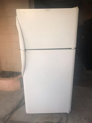$225 FRIGIDAIRE white 18 cubic fridge includes delivery in the San Fernando valley warranty and installation for Sale in Los Angeles, CA