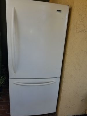 Refrigerator for Sale in Pompano Beach, FL