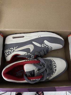 Nike air Max woman's size 7 practically new for Sale in Anaheim, CA