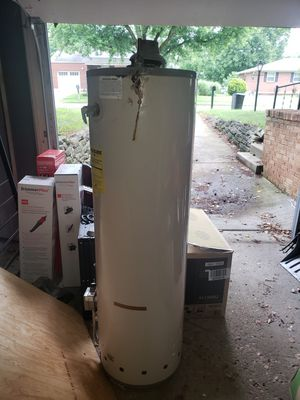 Kenmore water heater - leaking for Sale in Gahanna, OH