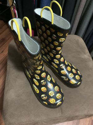 Boots for girls Sz 2-3 goma for Sale in Kissimmee, FL
