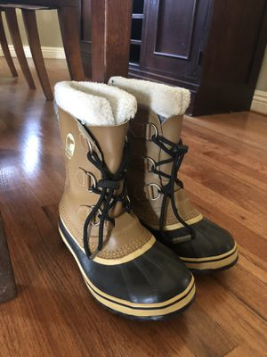 Sorel kids snow boots size 3 for Sale in Upland, CA