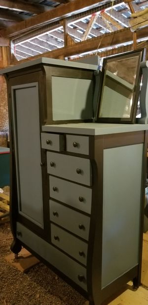Antique chifferobe for Sale in Raleigh, NC