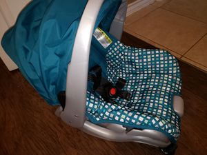 Car seat with base NEW without box for Sale in Laredo, TX
