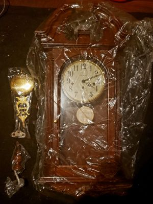 Antique Howard Miller Self adjusting beat Pendulum Vintage wall clock for Sale in Greer, SC