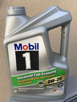 5qt Mobil 1 0W-20 Synthetic Oil for Sale in Anaheim,  CA