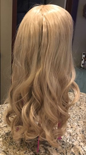 24 inch blonde wig for Sale in Buffalo, NY