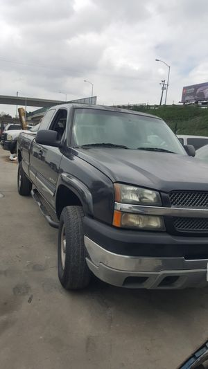 Chevy Silverado 2004 4 by 4 in good running conditions parts for Sale in Garden Grove, CA