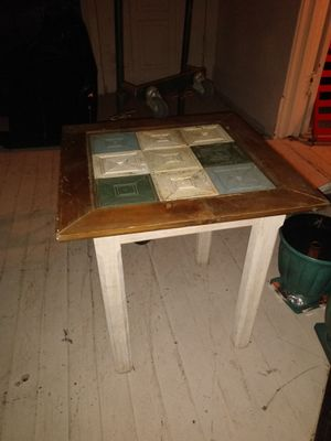 Darling end table for Sale in Greensboro, NC