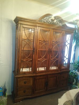 Like new China Closet. for Sale in West Mifflin, PA