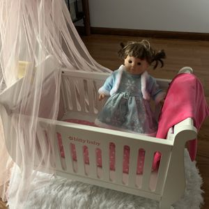American Girl Doll With Bed And Closet Full Of Cloths for Sale in Washington Township, NJ