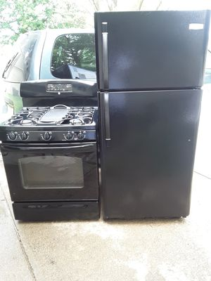 FRIGIDAIRE refrigerator and GE gas stove(used) for Sale in Elyria, OH