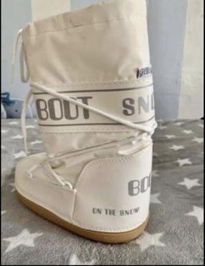 Women Snow boots (size 32-34 ) for Sale in Miami, FL