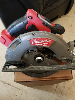 Milwaukee M18 FUEL 18-Volt Lithium-Ion Brushless Cordless 7-1/4 in. Circular Saw (Tool-Only) for Sale in Rialto, CA