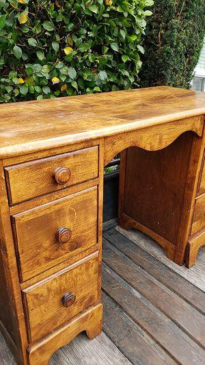 Small desk for Sale in Tacoma, WA