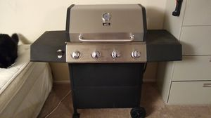 Gas grill, 4 burner for Sale in Germantown, MD