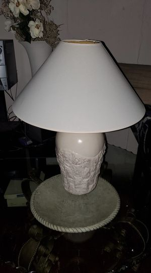 Beautiful table lamp for Sale in St. Louis, MO